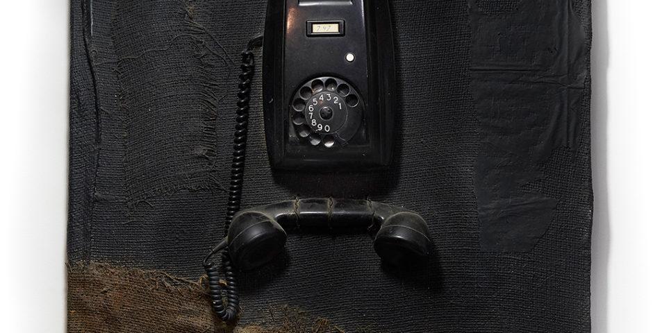 Ceci n'est pas un téléphone 2001 - SOLD ^ 60 cm x 60 cm wood - burlap <br> SOLD I VERKOCHT