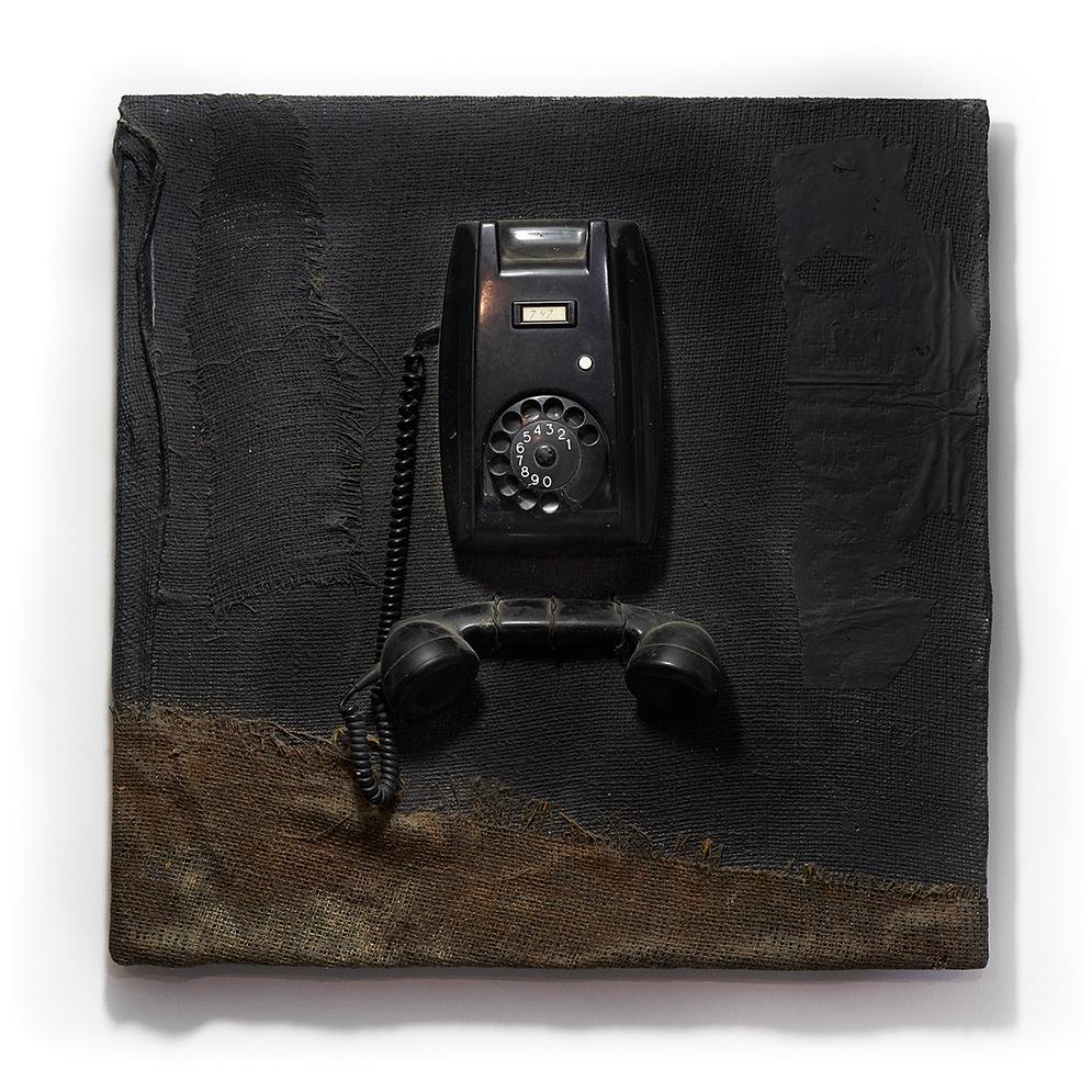 Ceci n'est pas un téléphone 2001 - SOLD  60 cm x 60 cm wood - burlap <br> SOLD I VERKOCHT