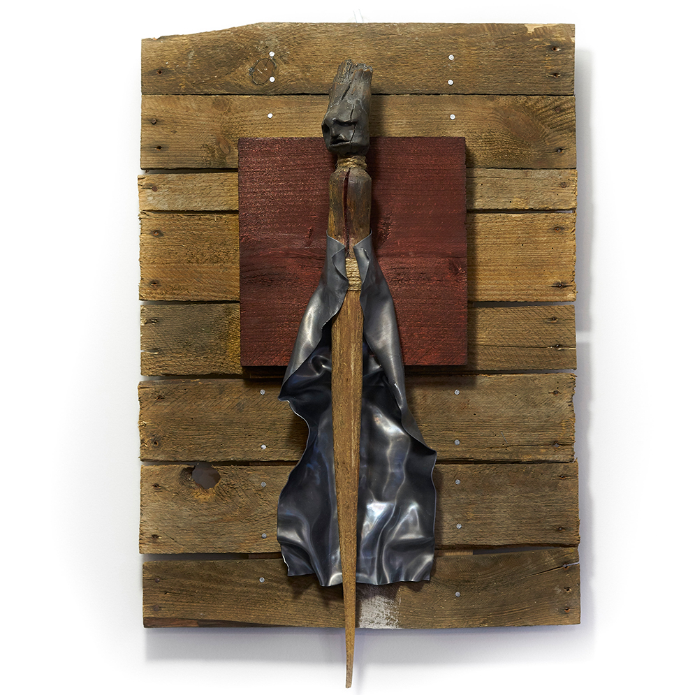 The Sting (end) 2018  39 cm x 53 cm - Deadwood - clay - burlap & lead <br> Price 650 € (VAT included)